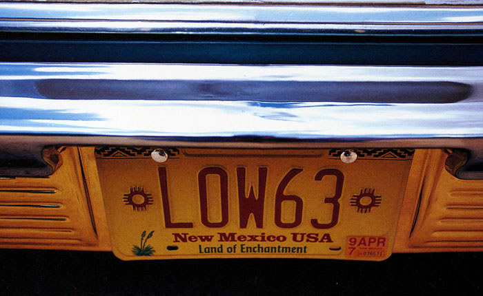 "Car license plate from Mexico, saying ""LOW63"""